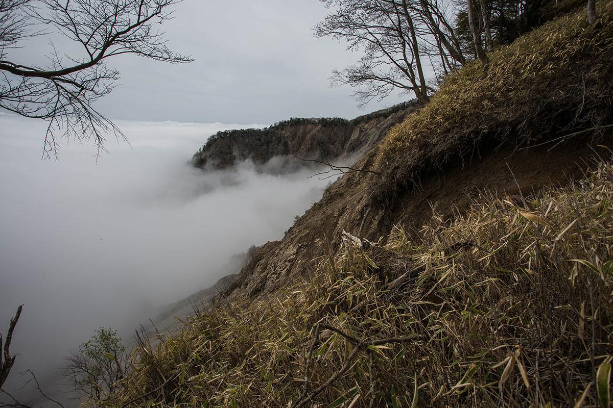 【七面山】登山百景-左側は崩れている