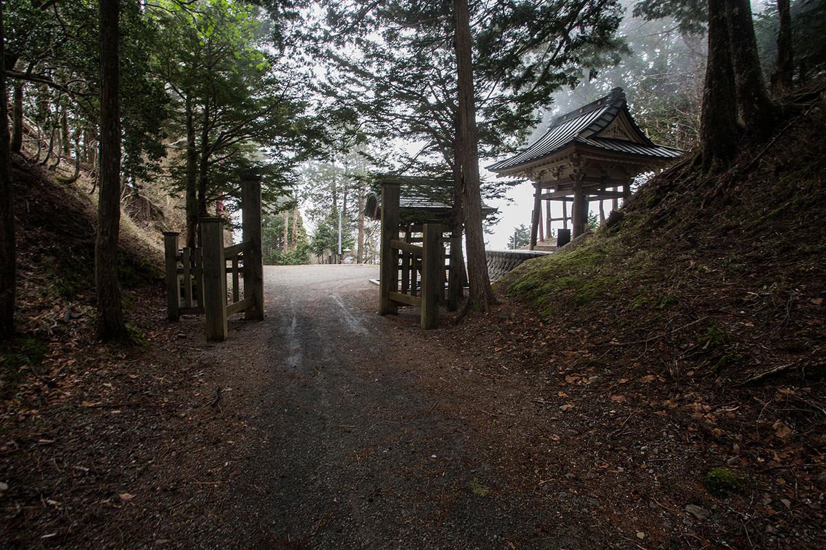 【七面山】登山百景-敬慎院を出る