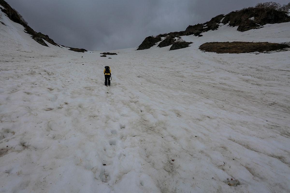 大雪渓はどんどん急になっていく