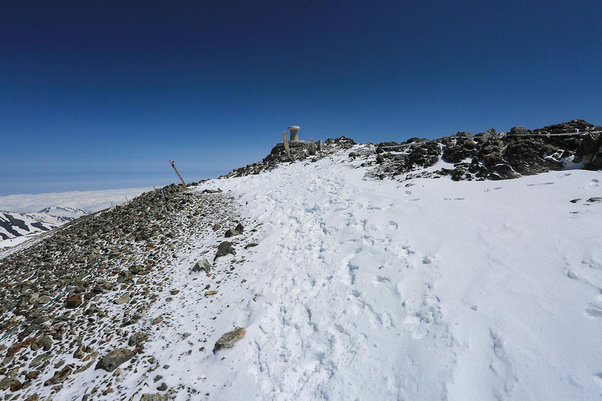 白馬岳の山頂が見えた
