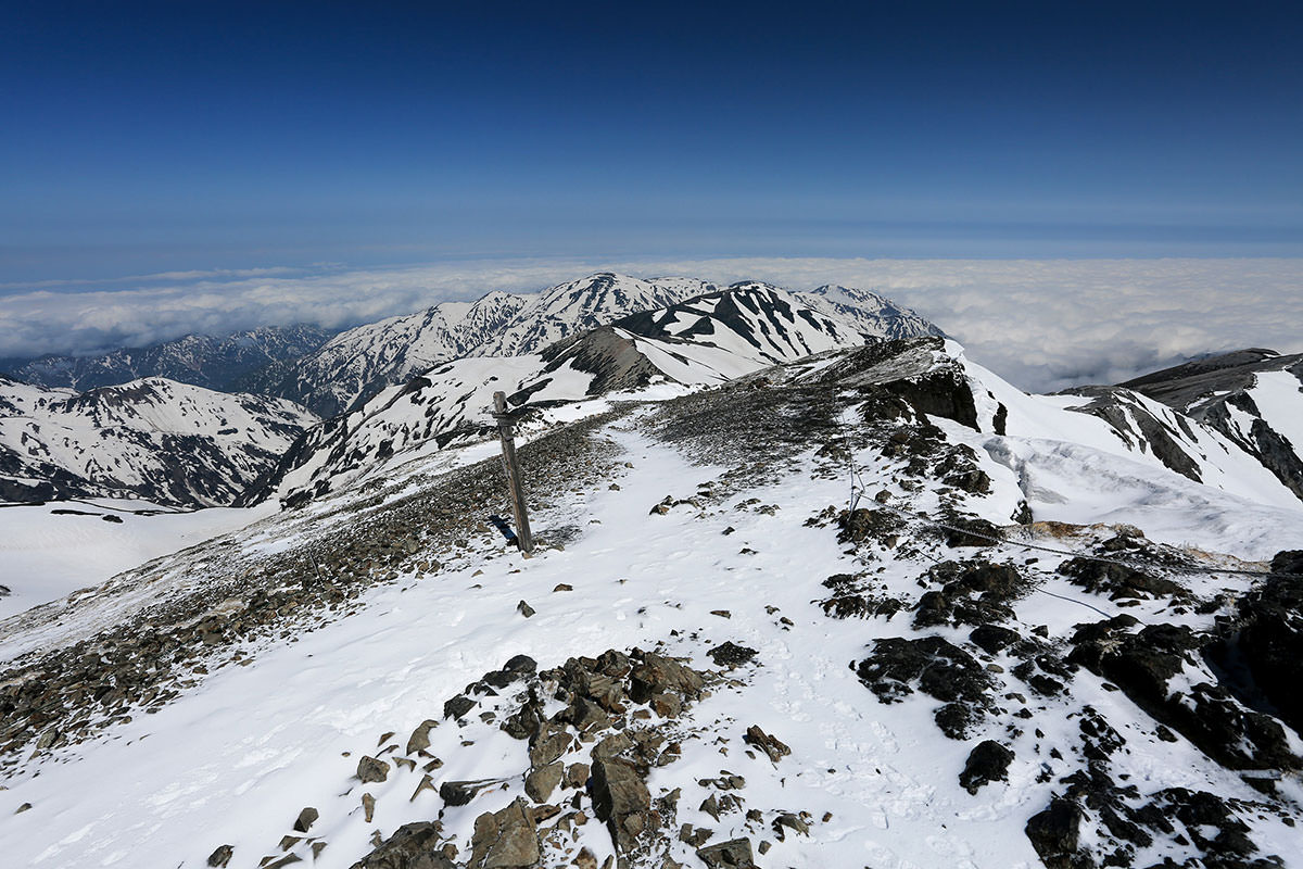 富山側の雪倉山方面