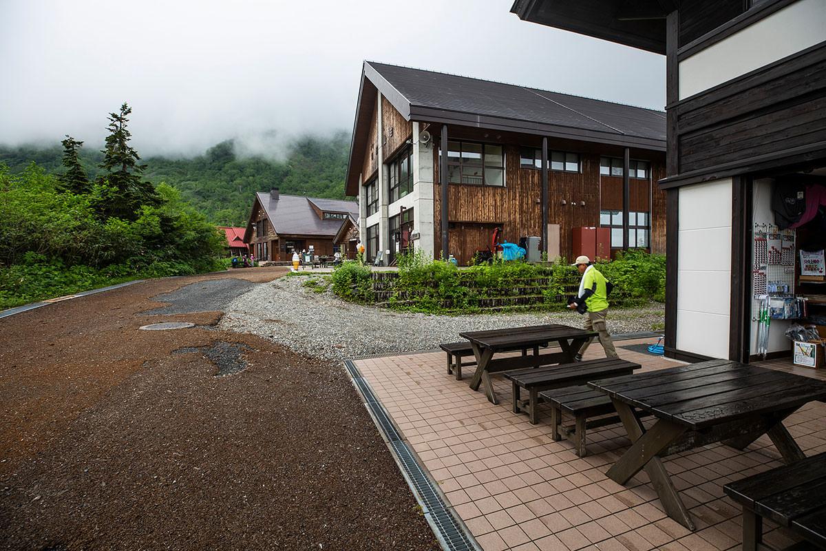 【白馬岳 栂池自然園】登山百景-建物の影に・・・