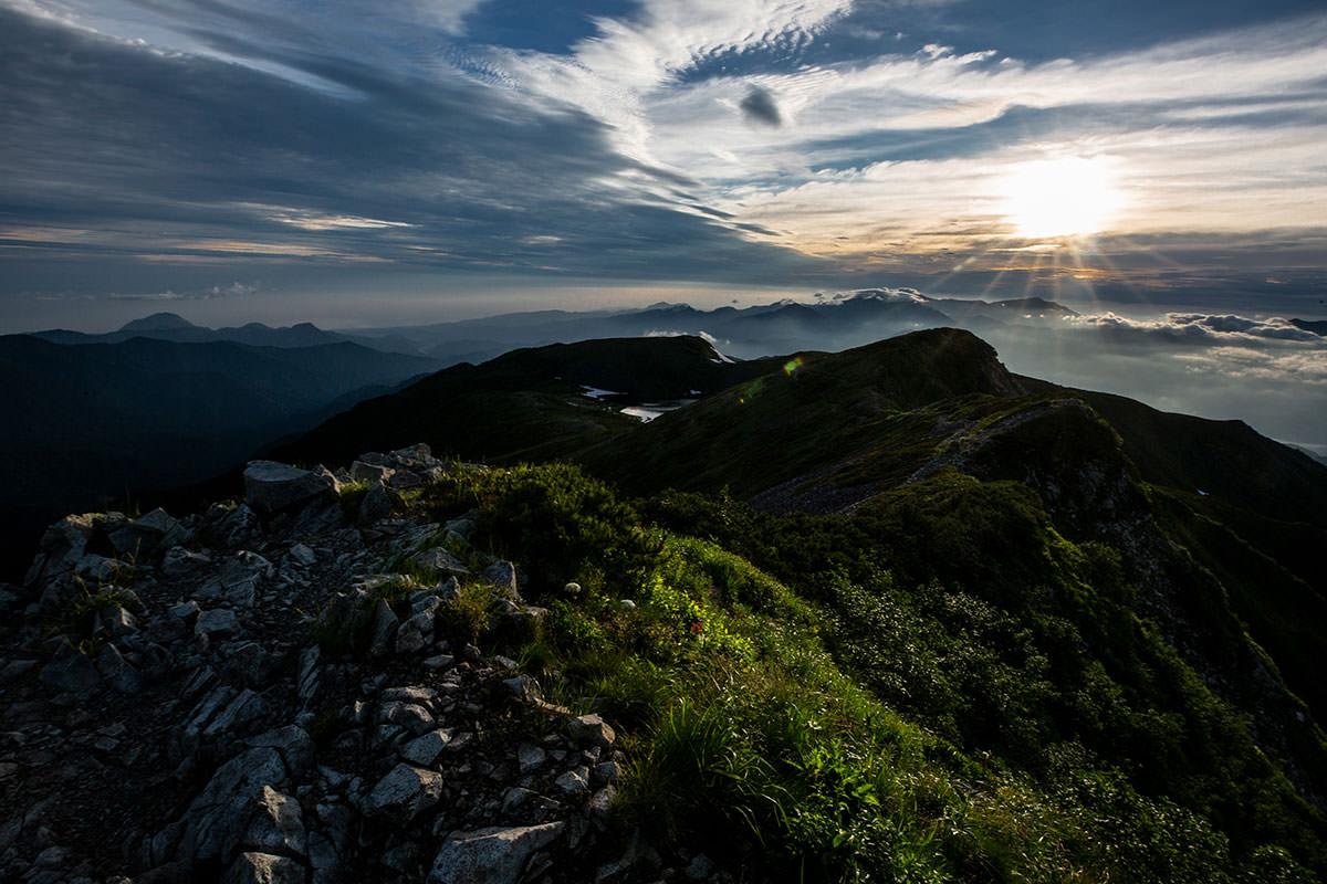 【白馬岳 栂池自然園】登山百景-だいぶ陽が昇った