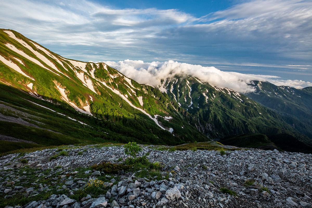 【白馬岳 栂池自然園】登山百景-だいぶ雲が近づいている