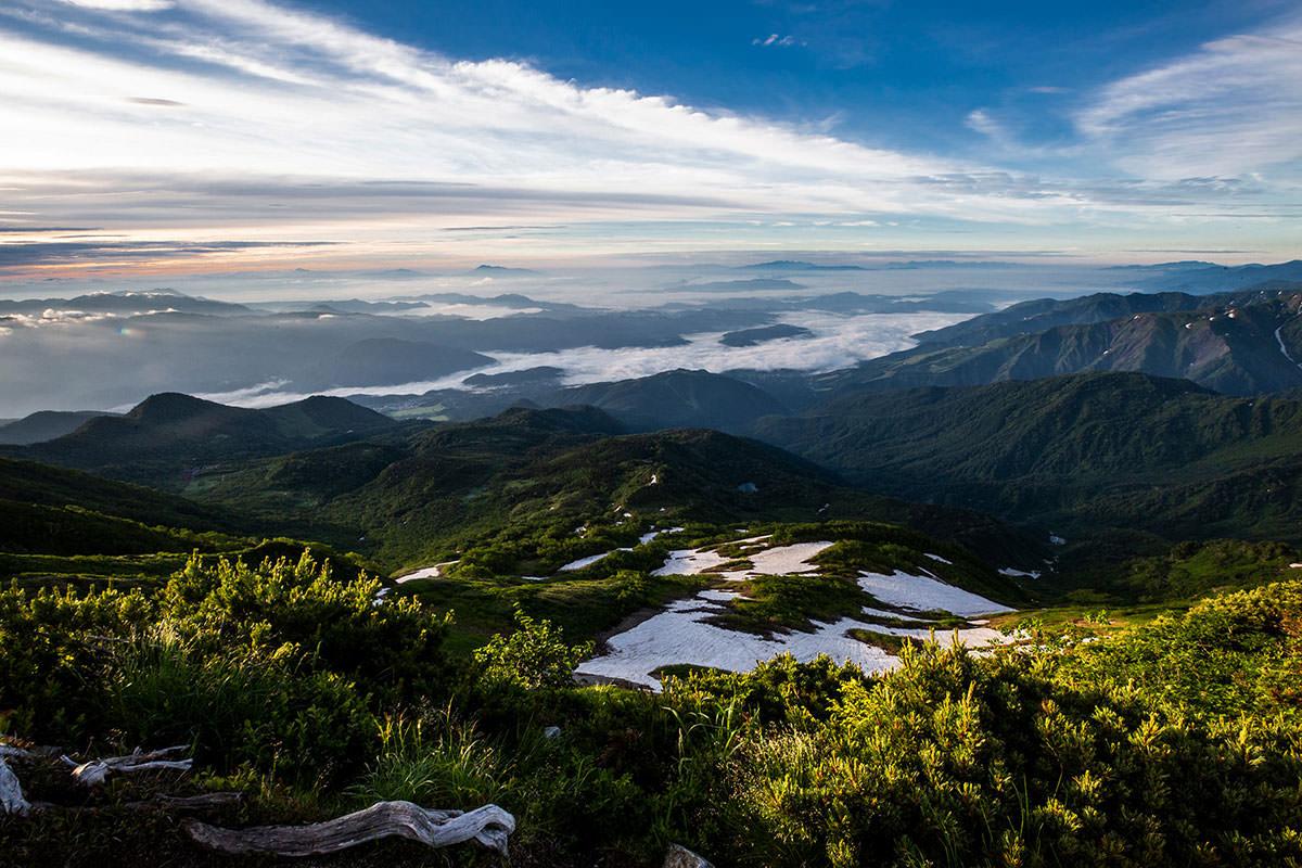 【白馬岳 栂池自然園】登山百景-麓の村が見える