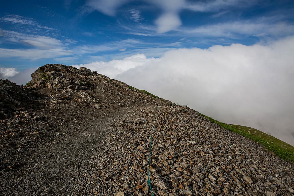 【白馬岳 栂池自然園】登山百景-旭岳も真っ白な中