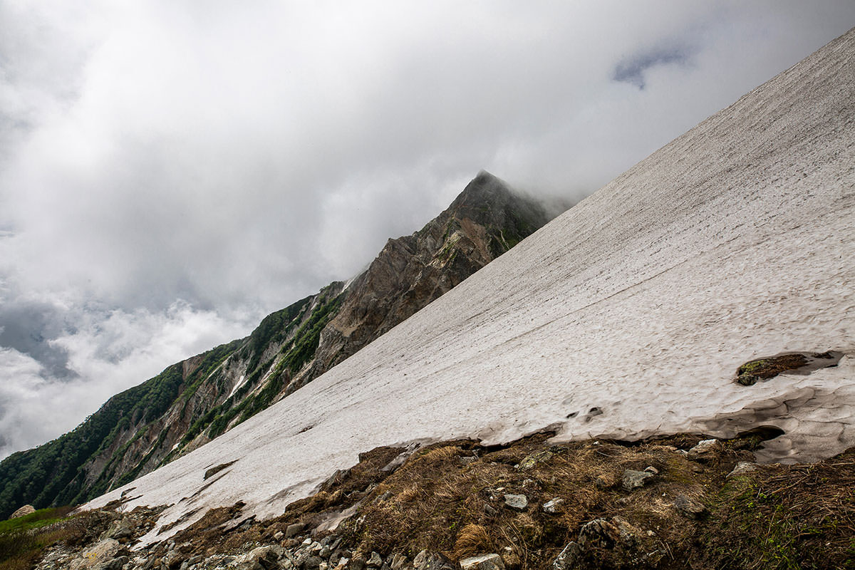 【白馬岳 栂池自然園】登山百景-杓子岳の山肌が尖ってる
