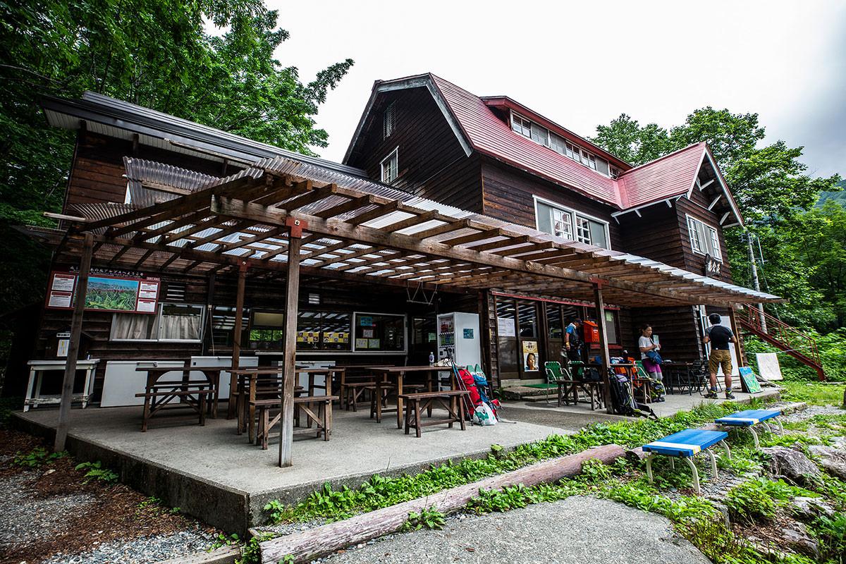 【白馬岳 栂池自然園】登山百景-猿倉荘の前でバス待ち