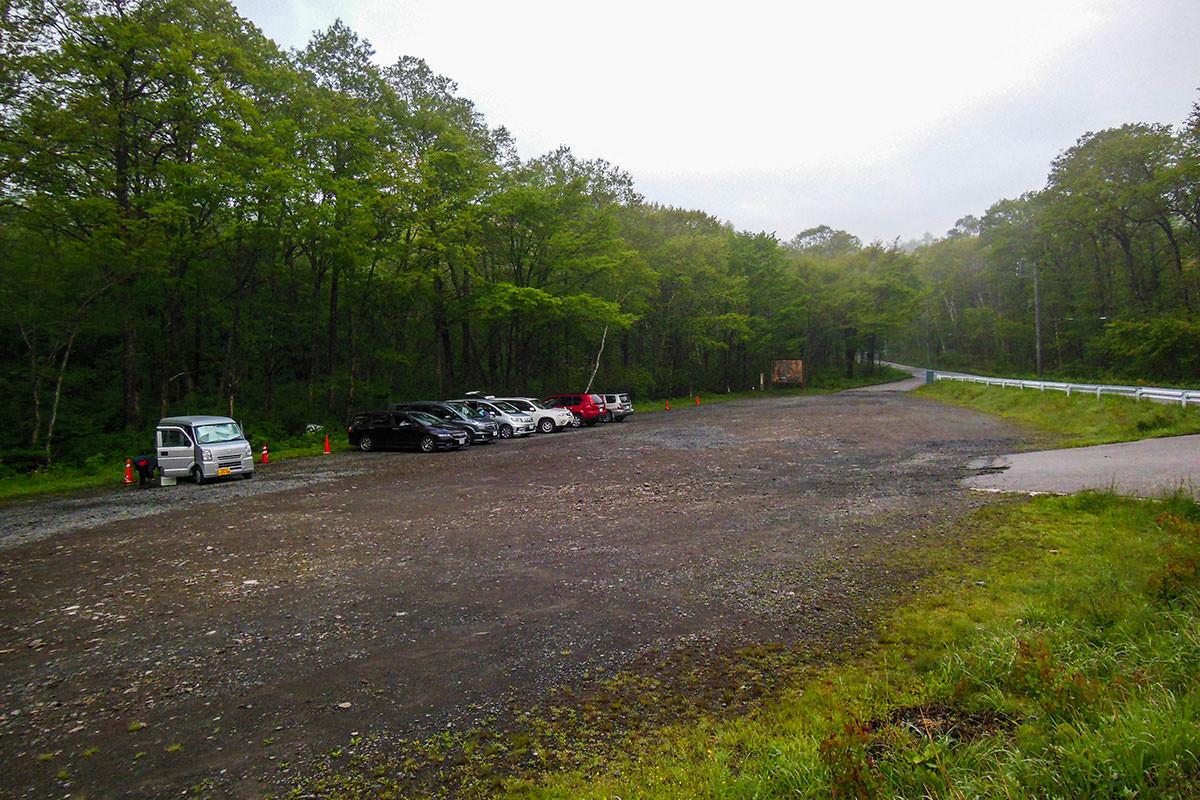 駐車場には車がいっぱい
