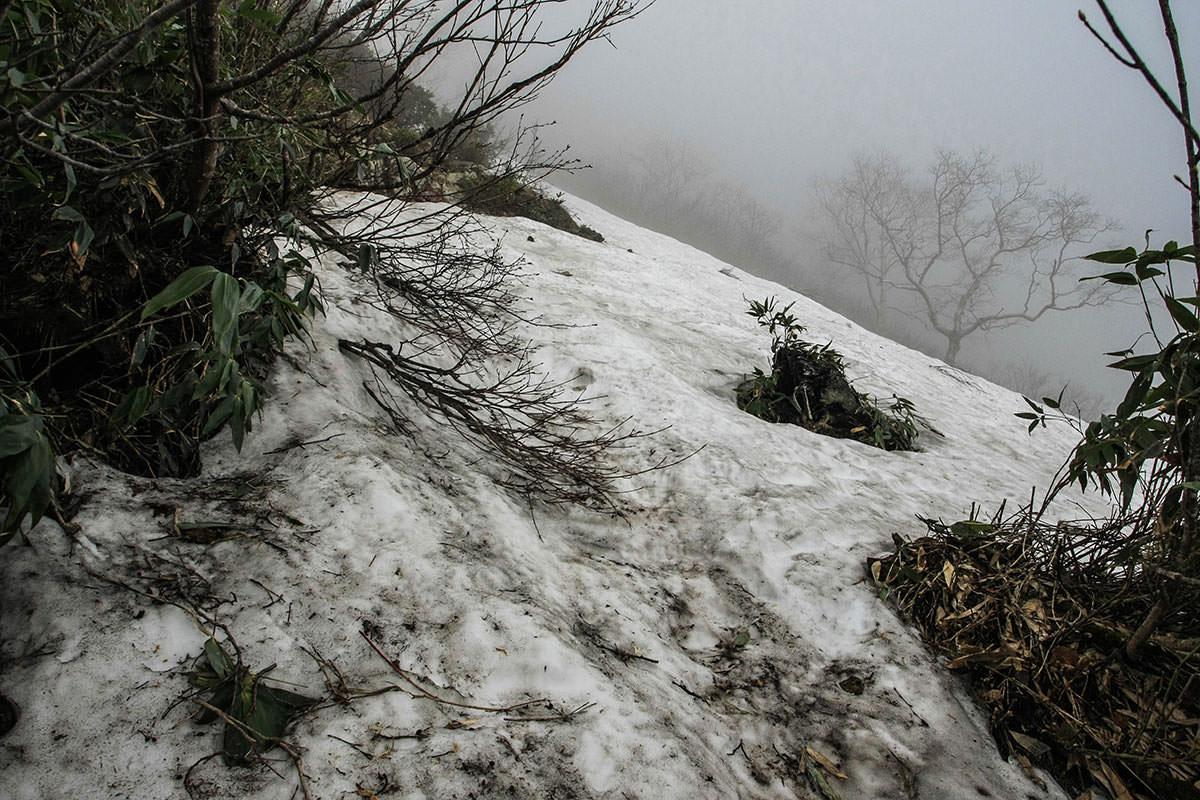 【高妻山 弥勒尾根新道】登山百景-雪がある