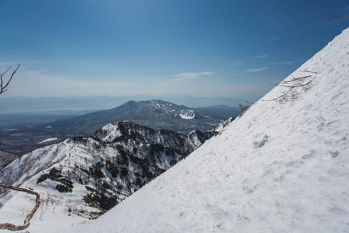 急登から飯縄山を見る