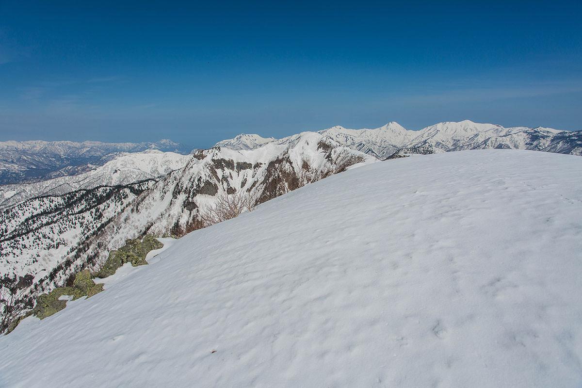 高妻山の山頂