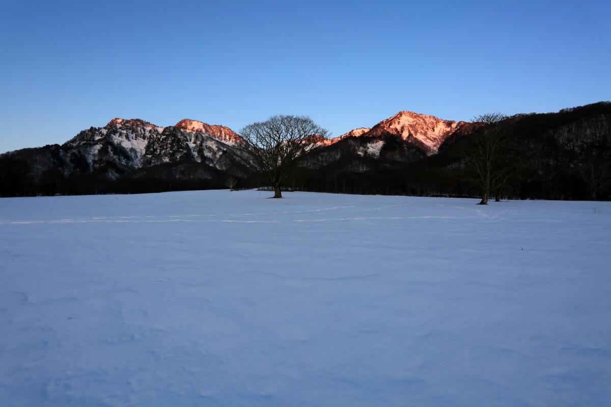 高妻山へと向かう五地蔵山のモルゲンロート