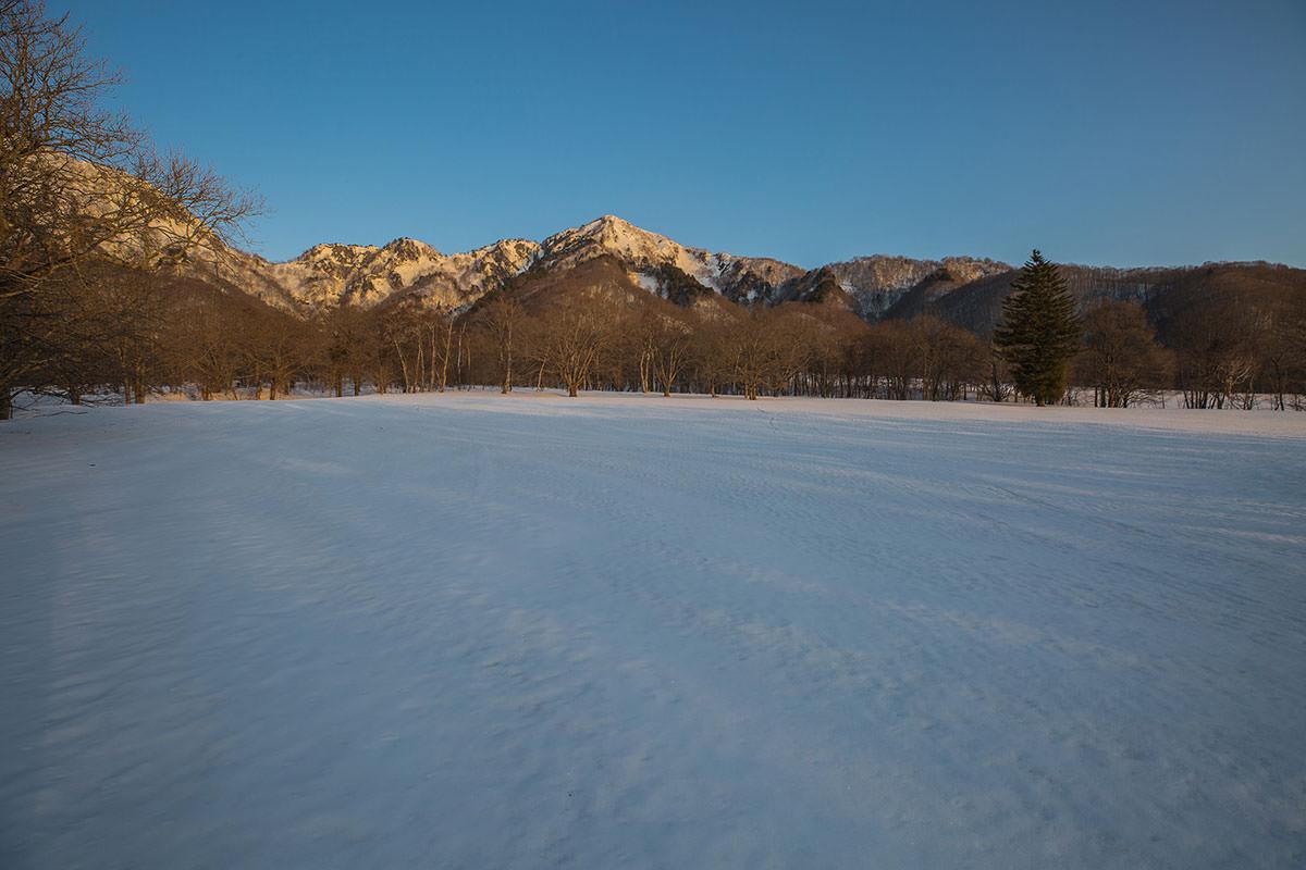 【高妻山】登山百景-五地蔵山が赤い