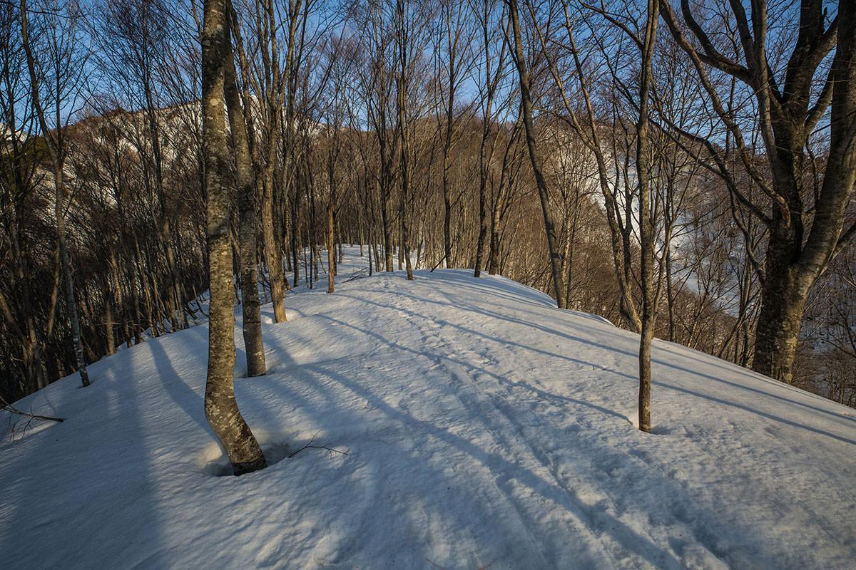 【高妻山 弥勒尾根新道】登山百景-斜面が緩まってまた登る