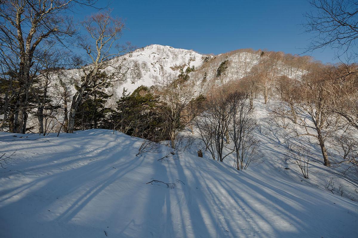 【高妻山 弥勒尾根新道】登山百景-五地蔵山を見ながらピークを下りる