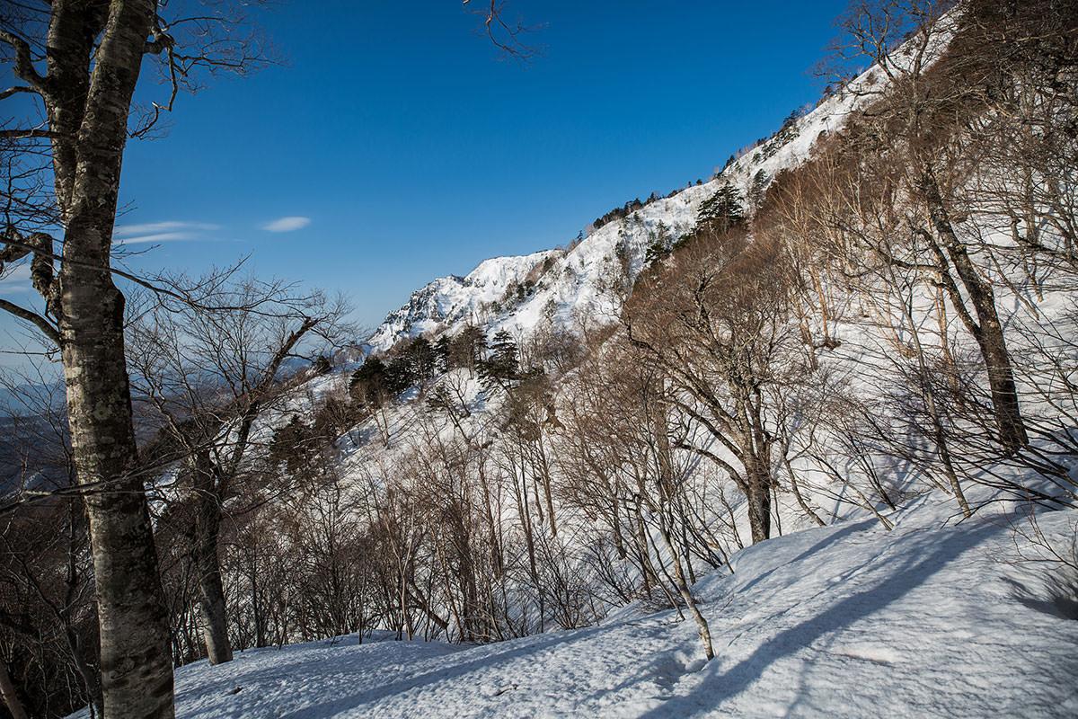 【高妻山 弥勒尾根新道】登山百景-左側に九頭竜山