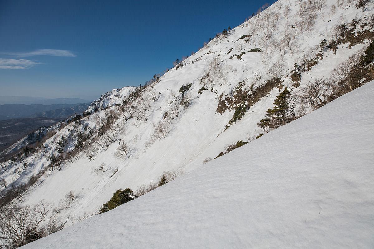 【高妻山】登山百景-隣には五地蔵山東の尾根