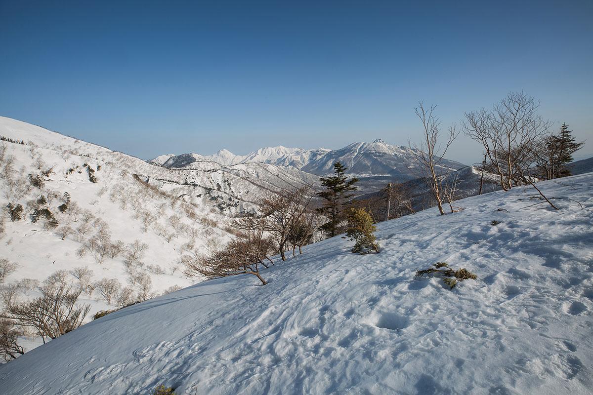 【高妻山】登山百景-右には頸城三山
