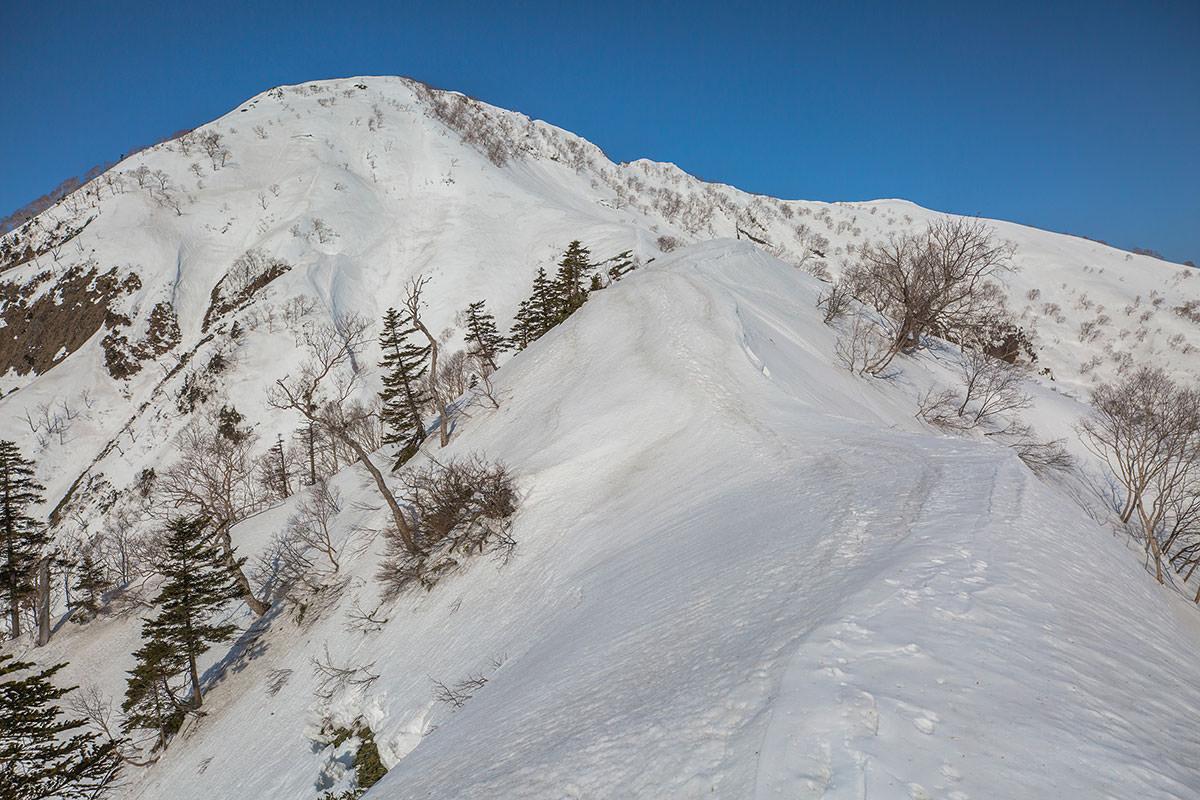【高妻山 弥勒尾根新道】登山百景-鞍部からは細い登り返し