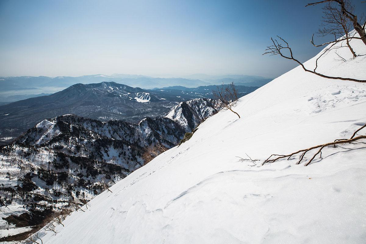【高妻山 弥勒尾根新道】登山百景-だいぶ高く見える