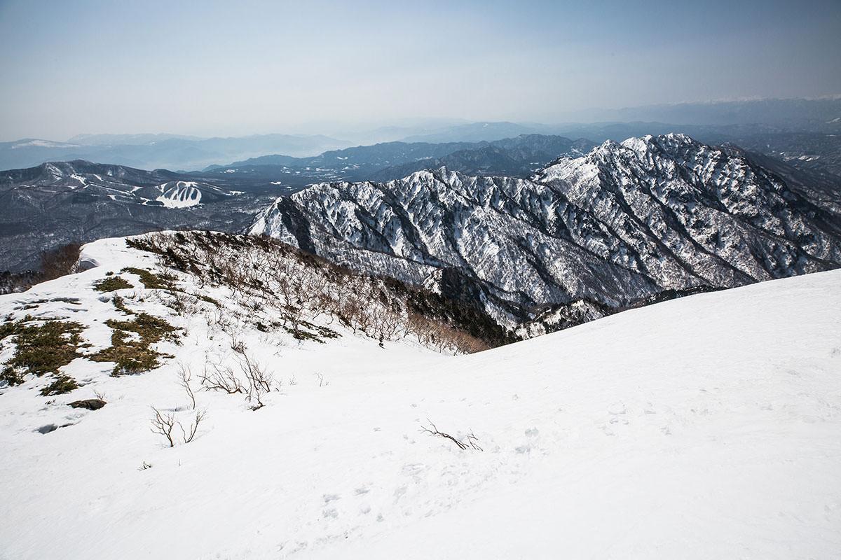 【高妻山】登山百景-急斜面を下る