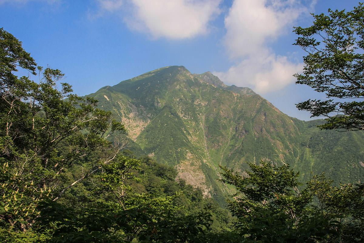 【谷川岳】登山百景-登山道から谷川岳。