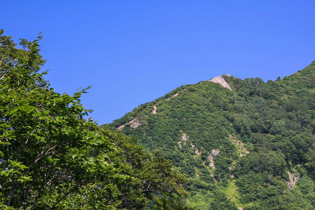 【谷川岳】登山百景-尾根を歩く人がいっぱい見える。