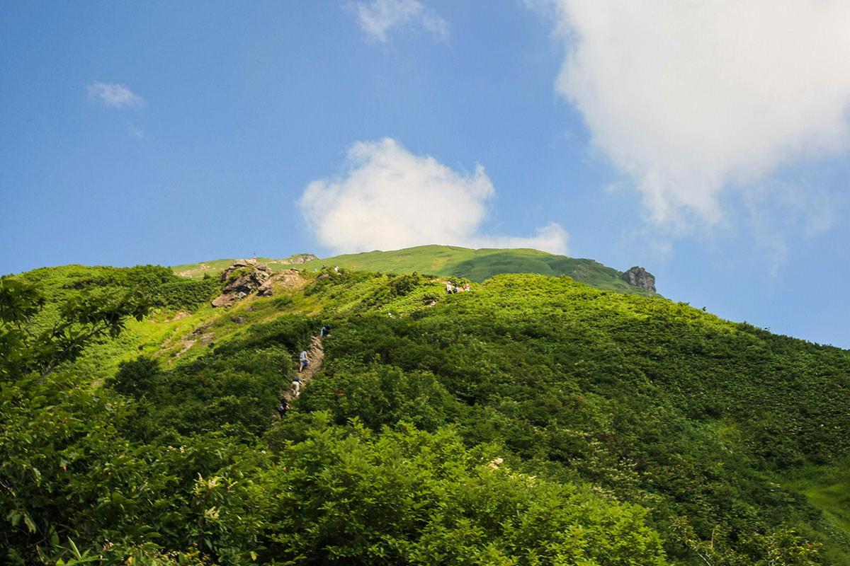 【谷川岳】登山百景-先にも登っていく人。