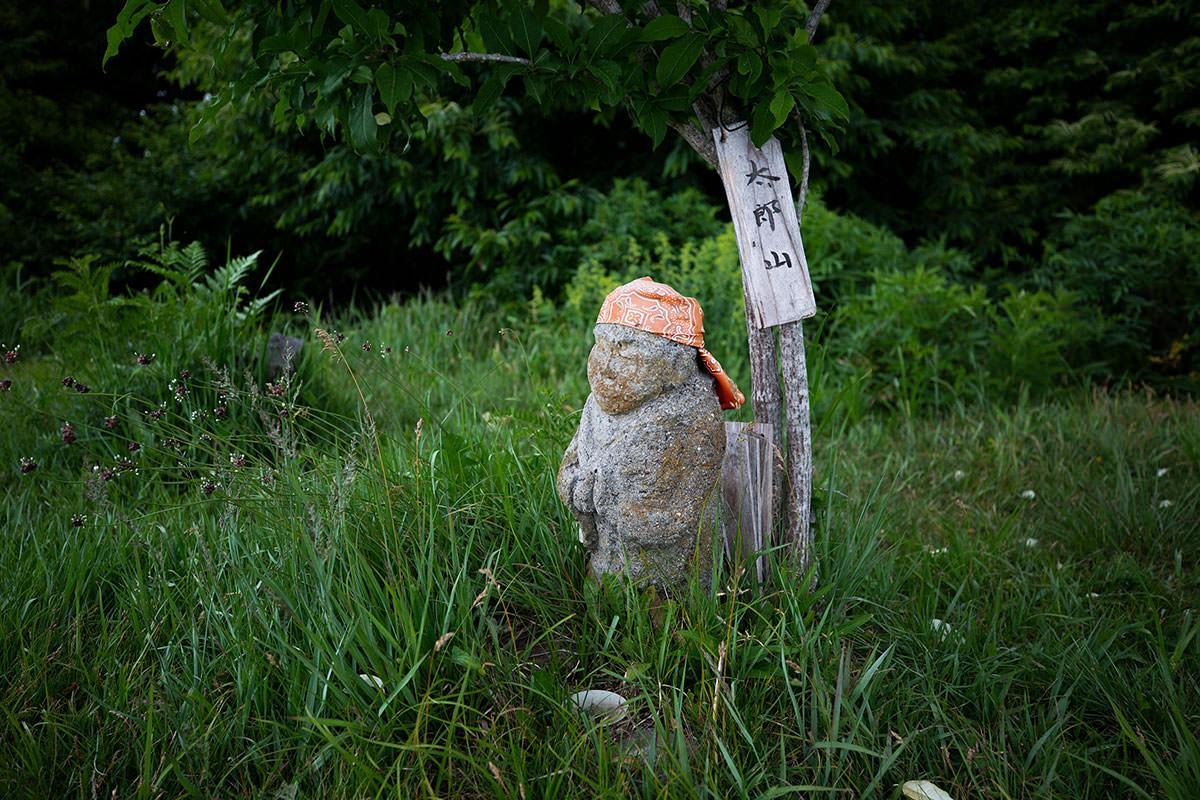 【太郎山】登山百景-山頂の地蔵は存在感があった