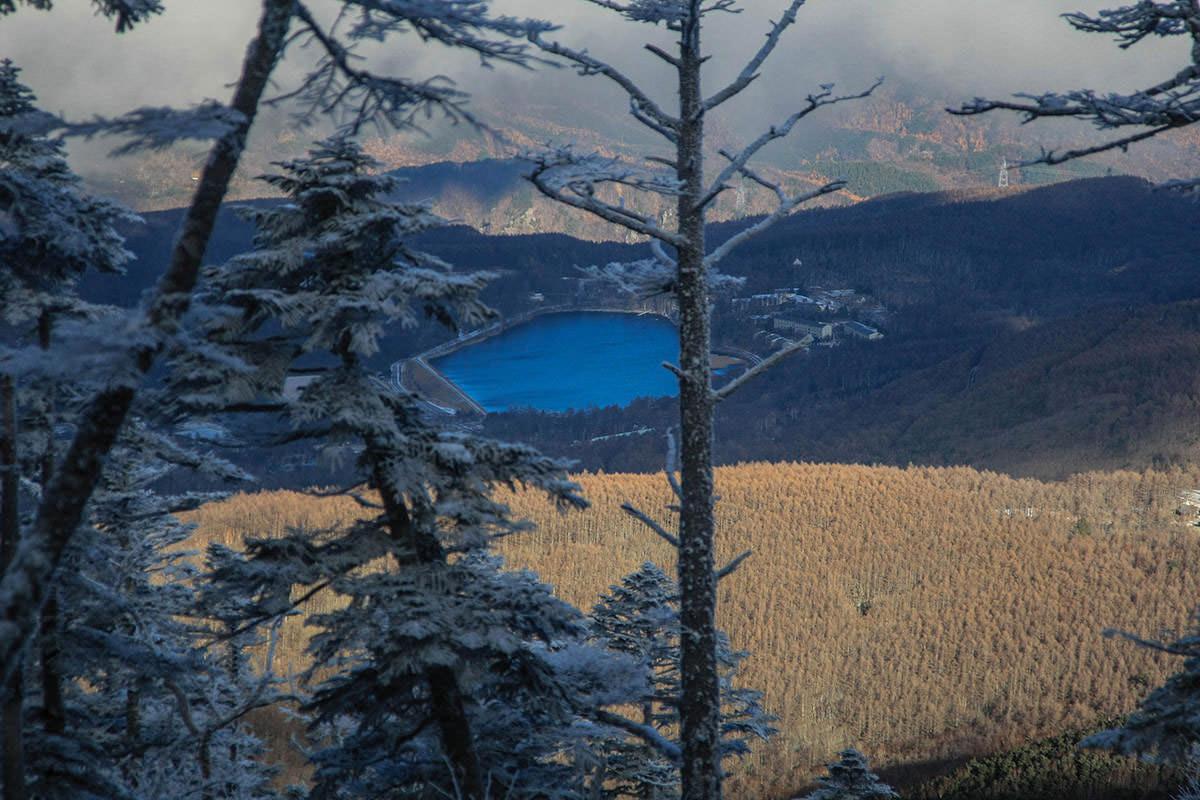 女神湖が青く見える