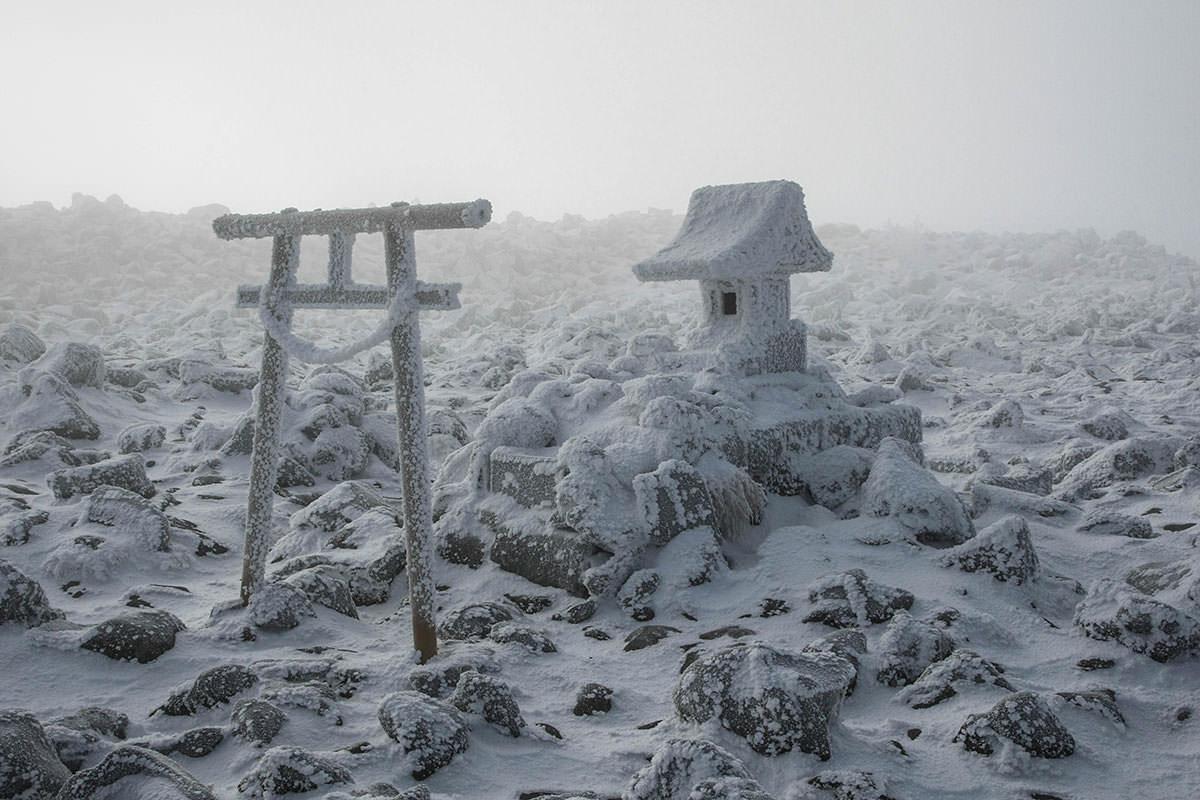 山頂の蓼科神社奥社