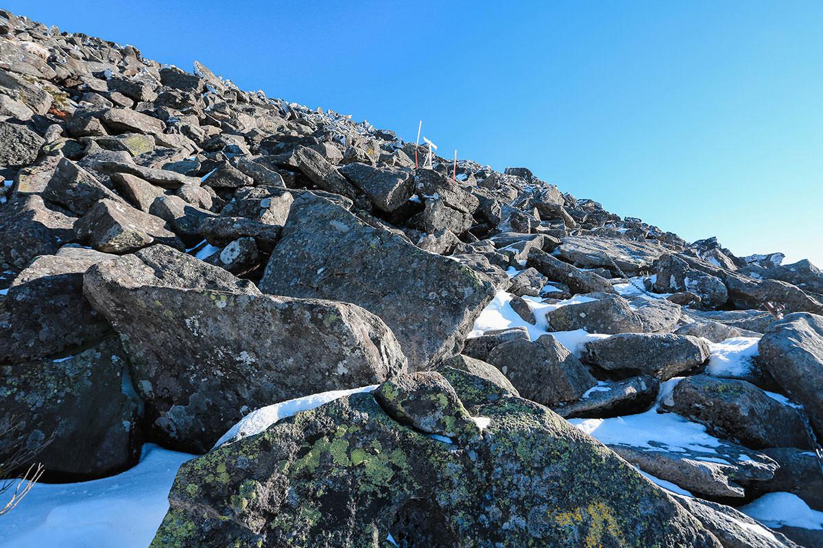 【蓼科山】登山百景-岩を渡るように登る