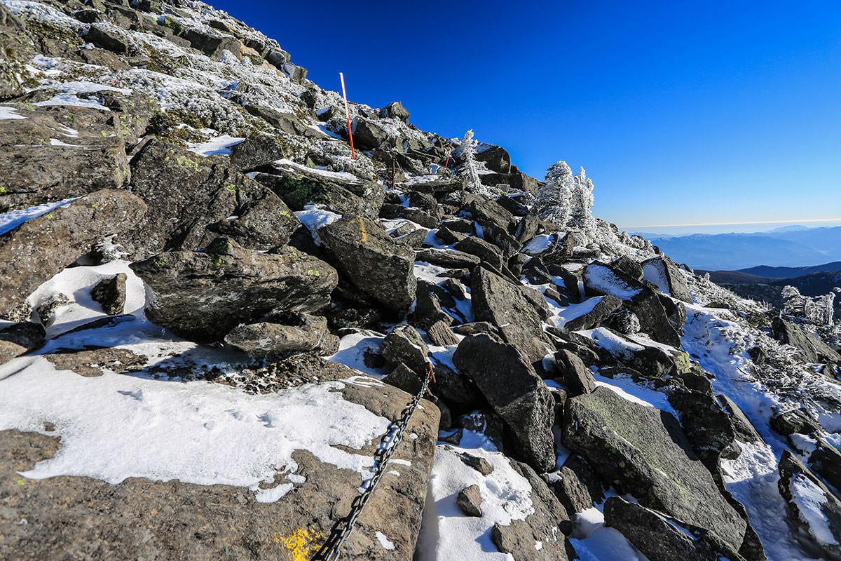 【蓼科山】登山百景-山頂を巻くように右へ
