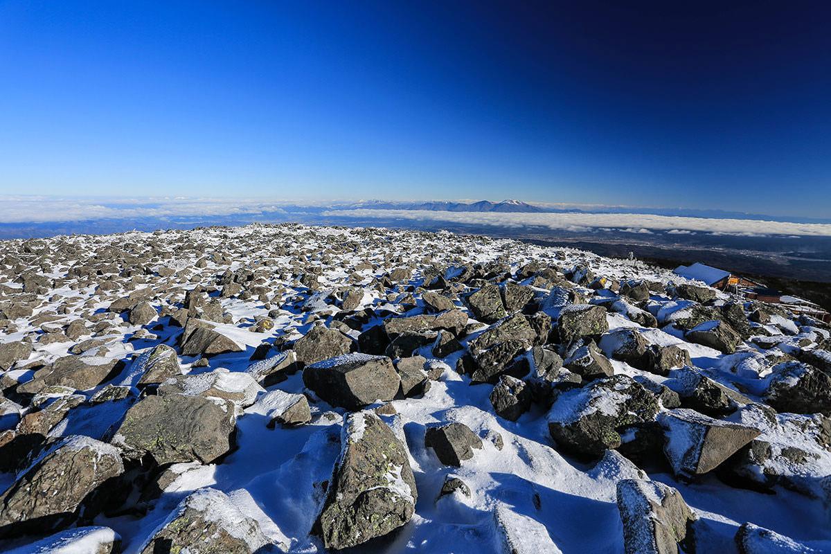 【蓼科山】登山百景-蓼科山の山頂は広い