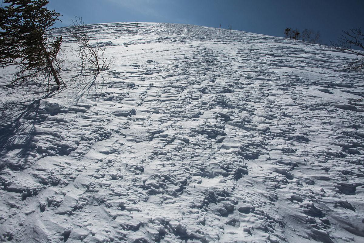 雪の凹凸が激しい