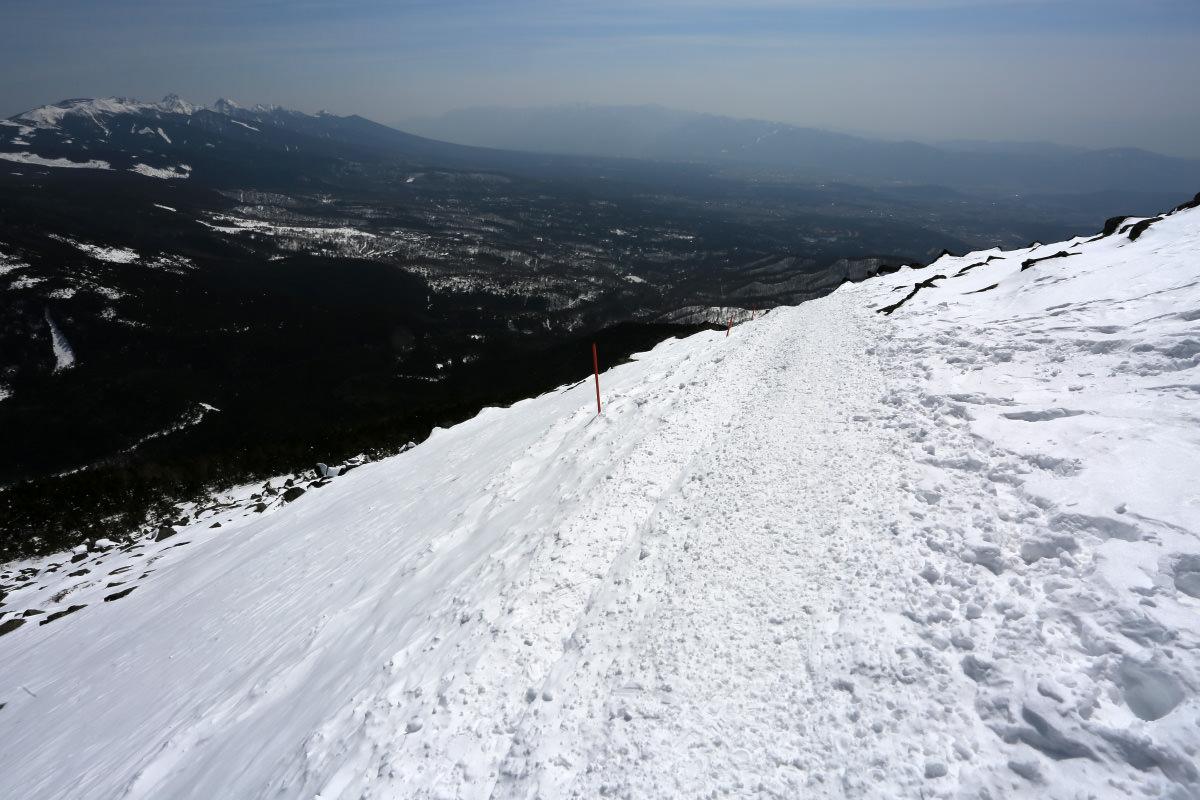 蓼科山から下りる眺め