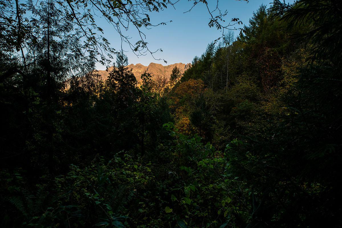 【戸隠西岳】登山百景-向こうに西岳が見える
