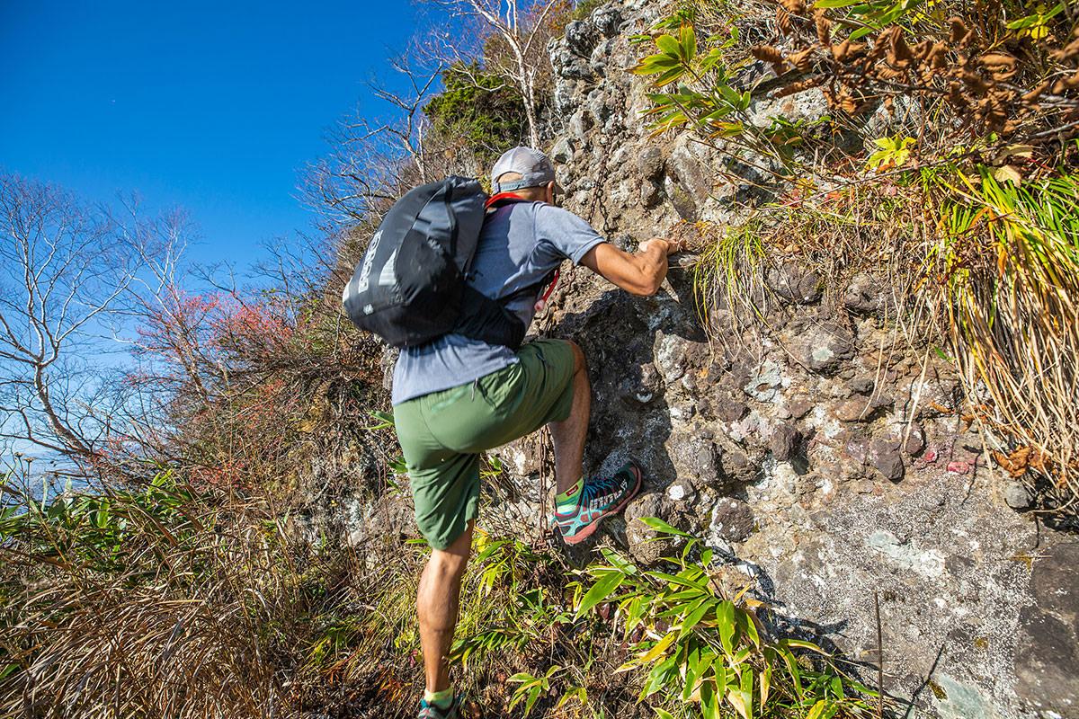 【戸隠西岳】登山百景-岩を登るヘンタイ