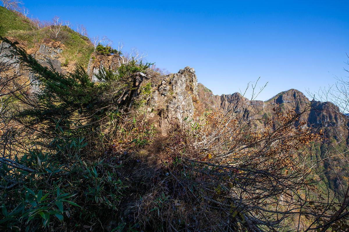 【戸隠西岳】登山百景-ここから両サイド崖