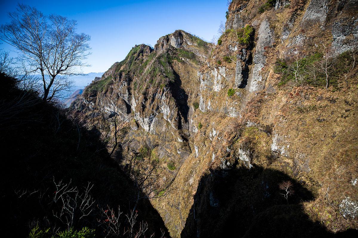 【戸隠西岳】登山百景-左側の山肌