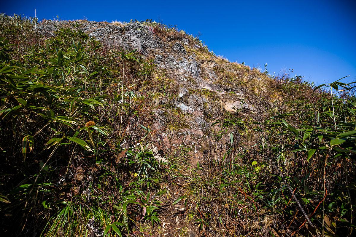 【戸隠西岳】登山百景-鎖の先がP1