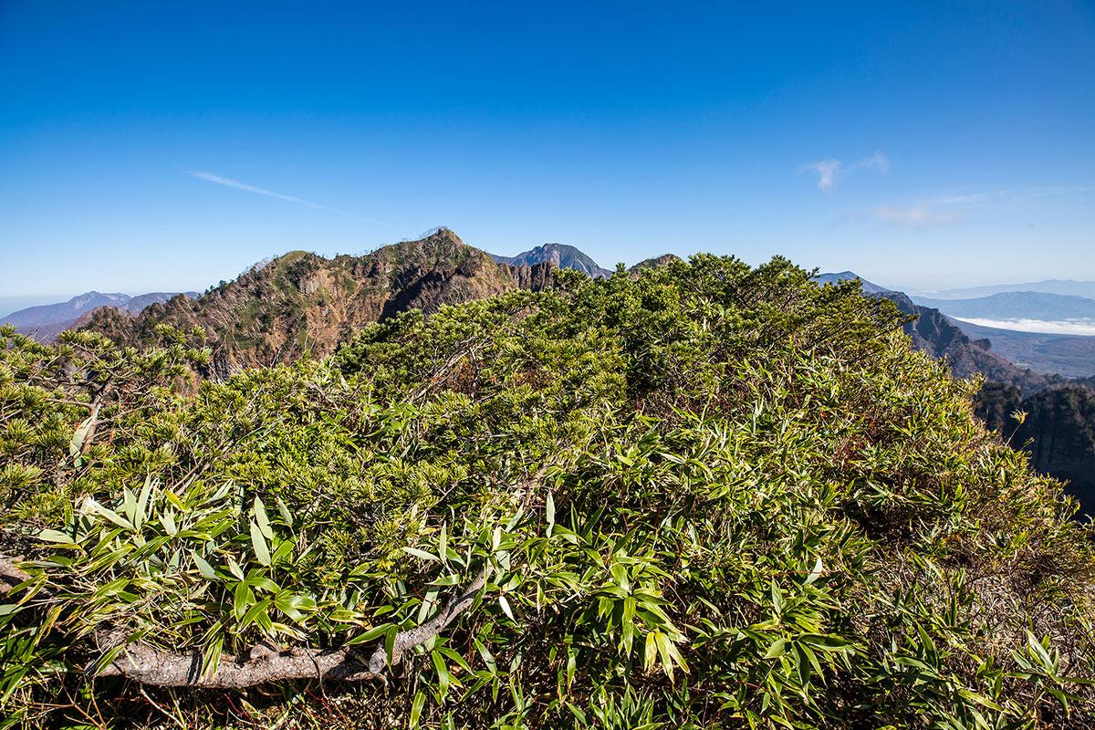 【戸隠西岳】登山百景-遠くに高妻山が見える
