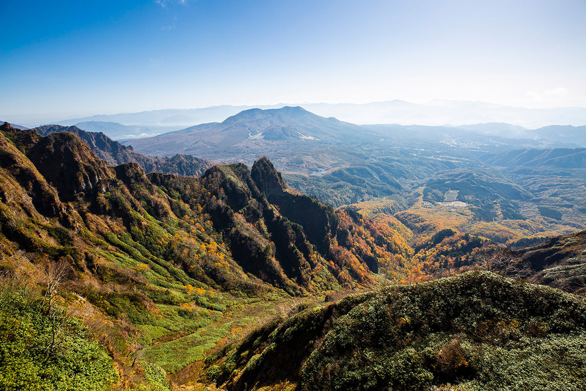 【戸隠西岳】登山百景-登山道の右はずっとこの景色