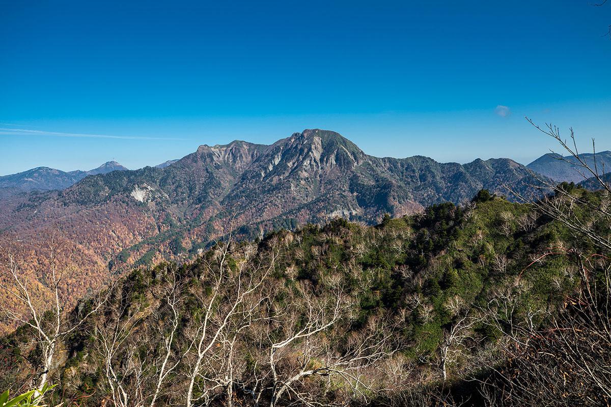 【戸隠西岳】登山百景-高妻山が丸く見える