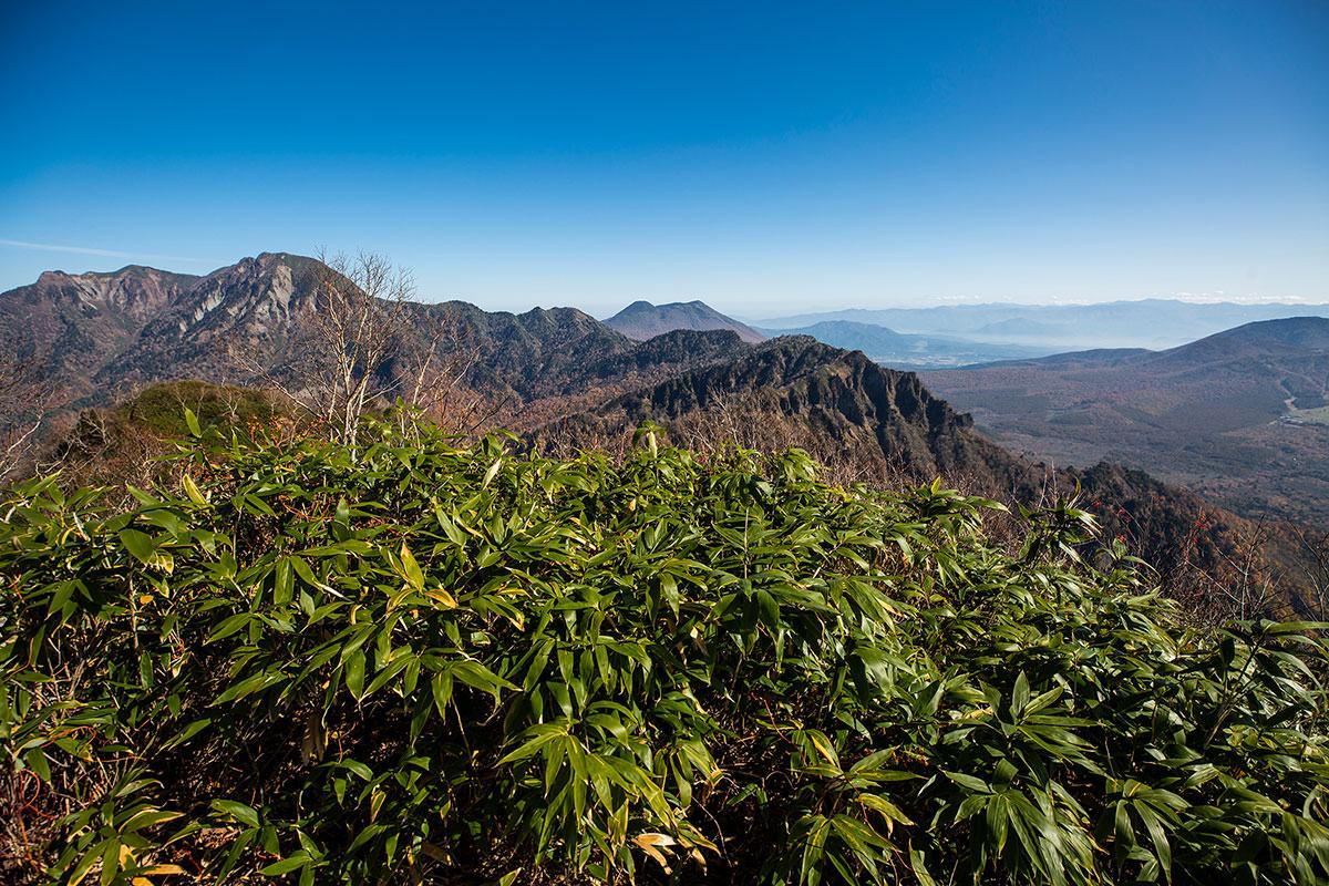 【戸隠西岳】登山百景-稜線の先に黒姫山が見える