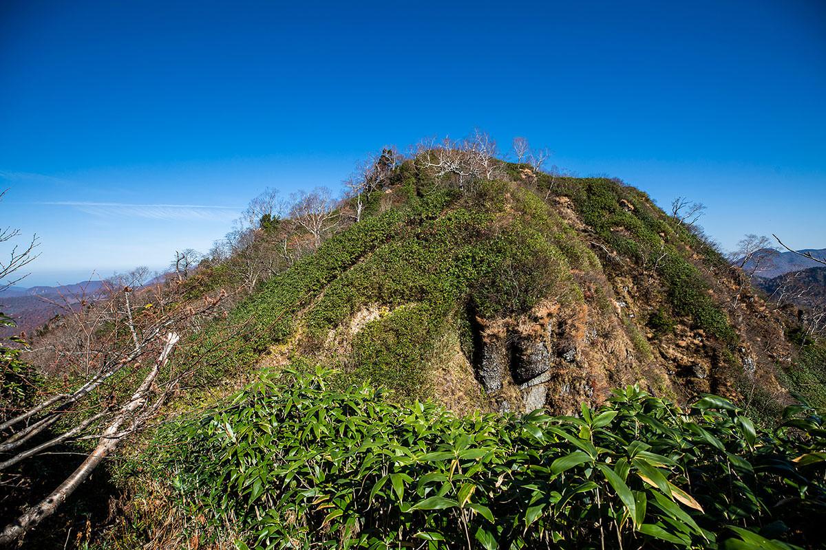 【戸隠西岳】登山百景-本院岳から下りて登り返す