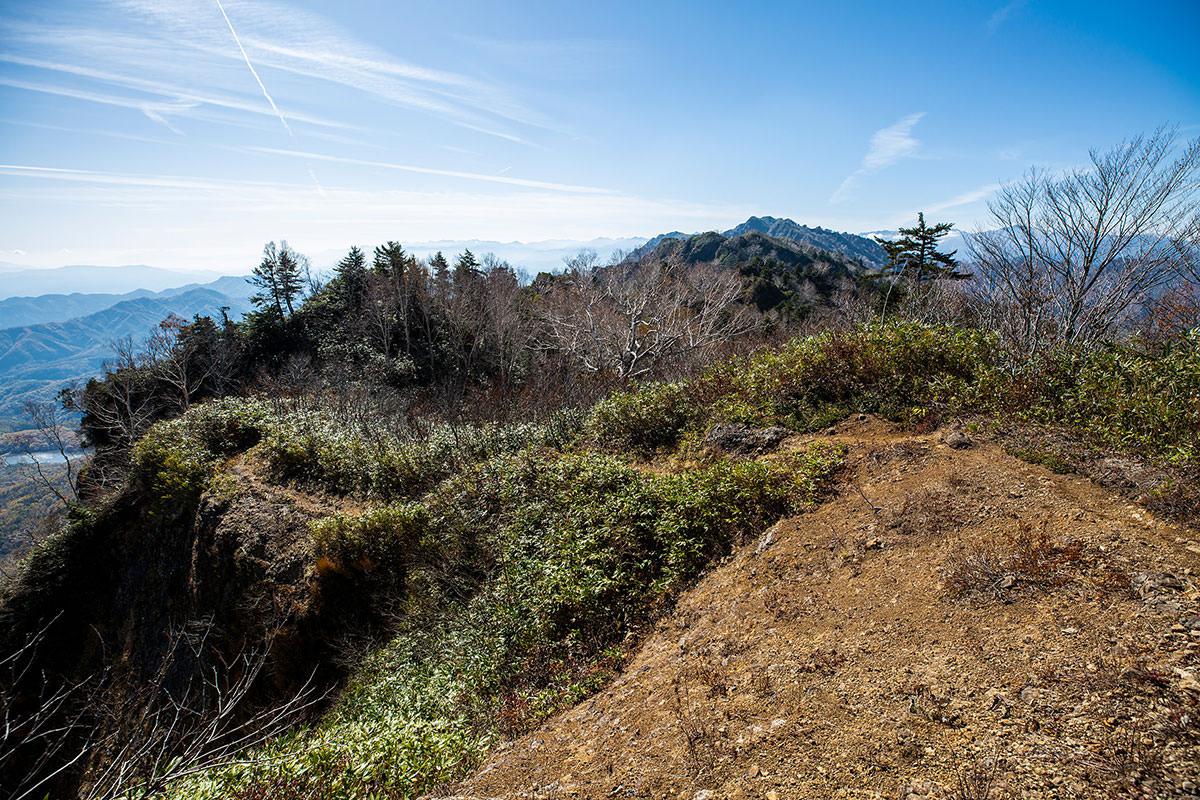 【戸隠西岳】登山百景-振り返ると西岳が霞んでる
