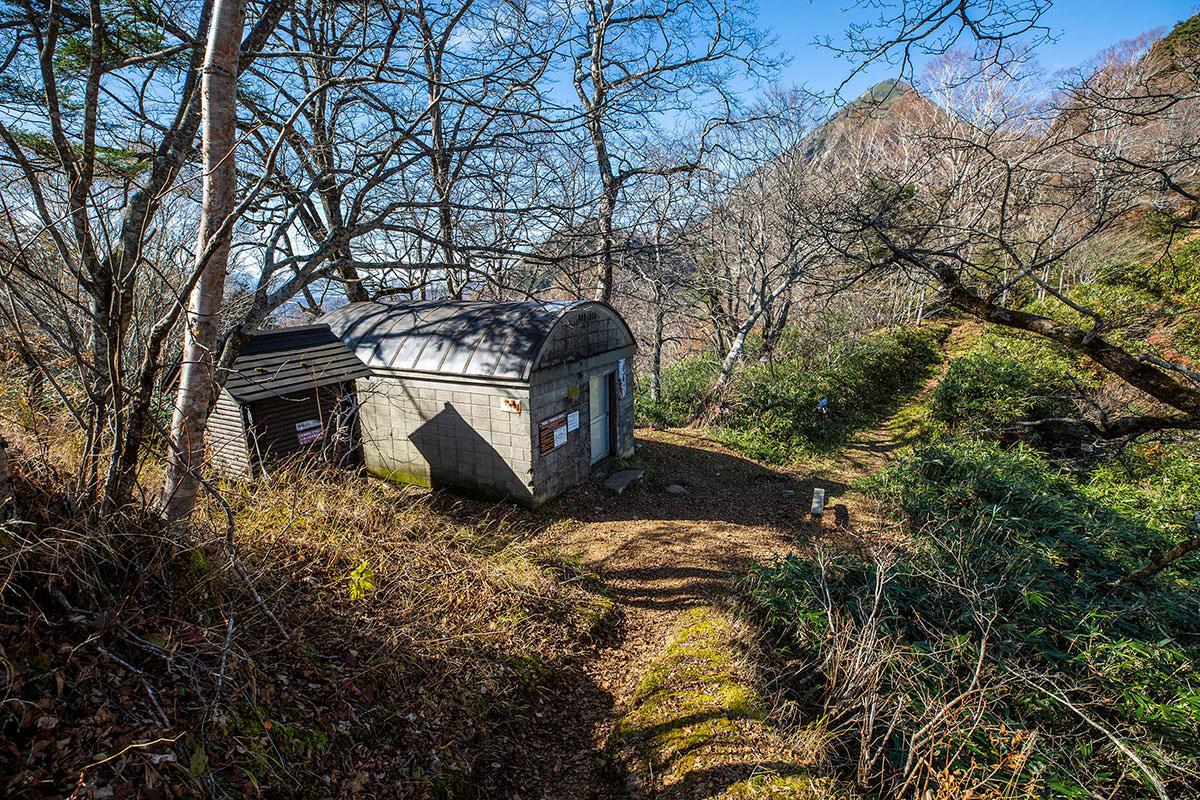 【戸隠西岳】登山百景-一不動の避難小屋