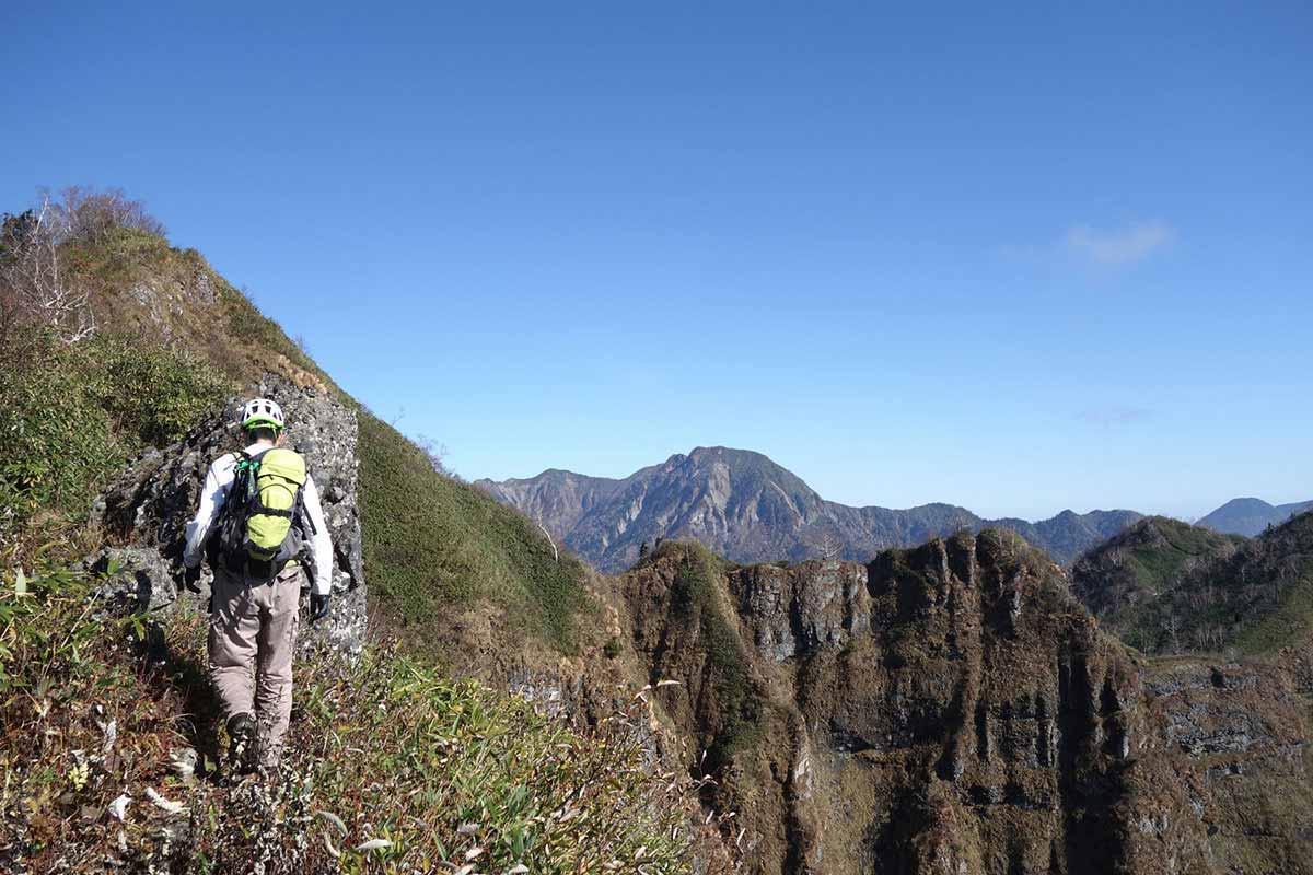 【戸隠西岳】登山百景-右は崖としか思えない・・・